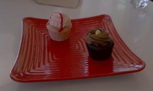 On the right, my vegan chocolate hazelnut cupcake, on the left, Robert's non-vegan strawberries and cream cupcake.